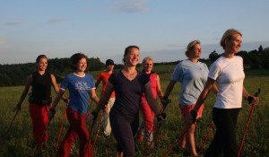 Tanecnice-tanga-velka,-Nordic-walking